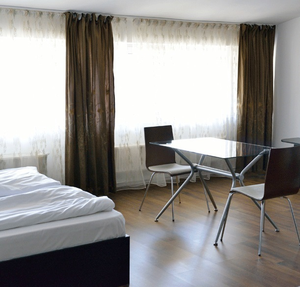 One Room Rent: Apartment *** 1 Room For Rent Iasi # Code 013